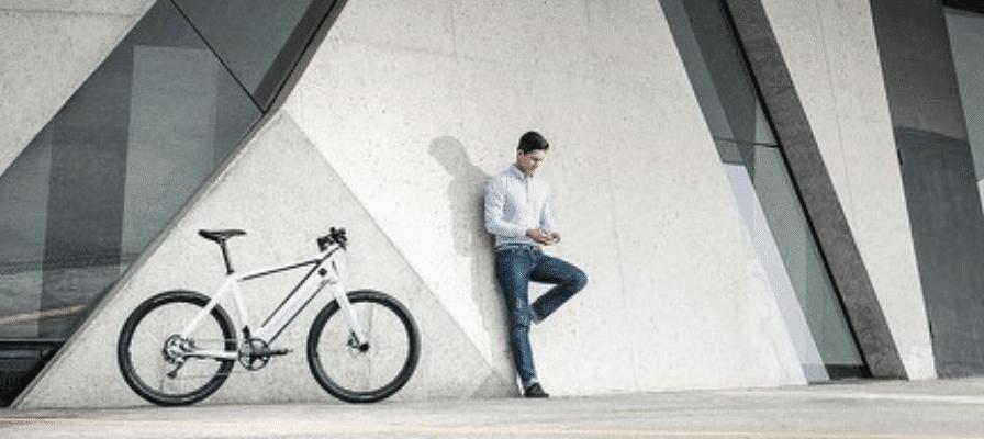 Mann mit Leasing e-Bike