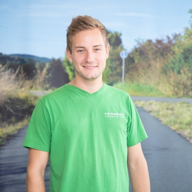 Team_Arrau-Ost_Olten_Pascal Martin Portrait vor Schild