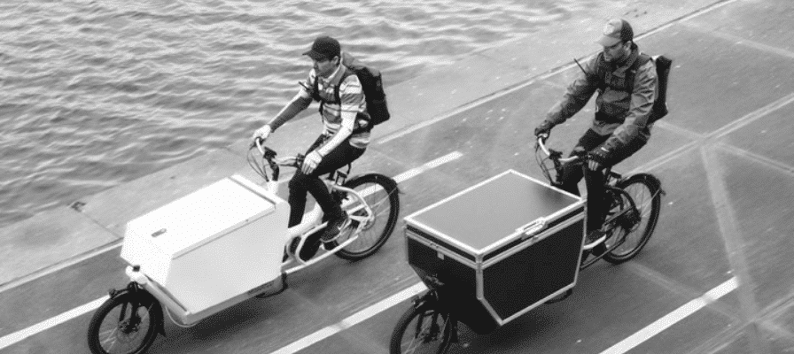 Tour mit Lasten e-Bikes am Fluss