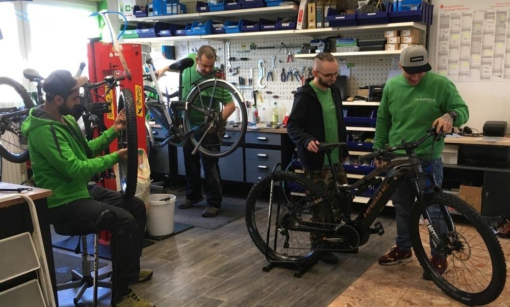Das Werkstatt Team checkt e-Bikes