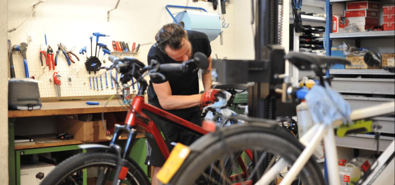 Impressionen aus der Werkstatt der e-motion e-Bike Welt in Dietikon