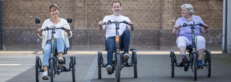Mehrere Personen auf Van Raam Dreirädern