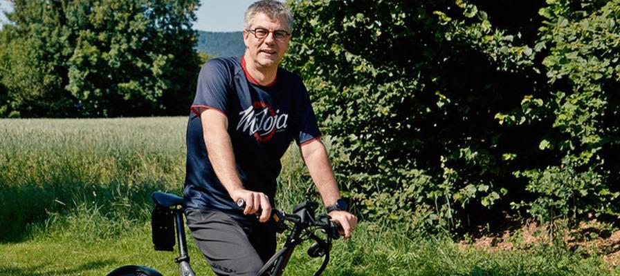 Daniel-Rey von der emotion Welt Dietikon mit einem Lastenbike