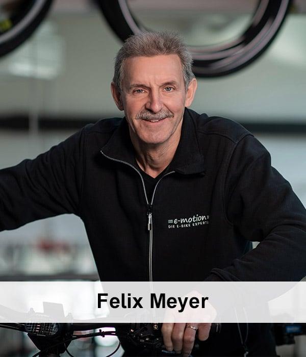 Felix-Meyer-mit-Schrift